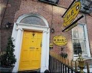 Accomodations yellow door
