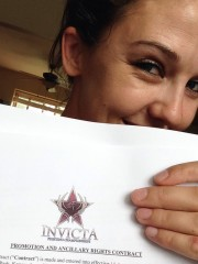 Maureen Riordon signs with Invicta